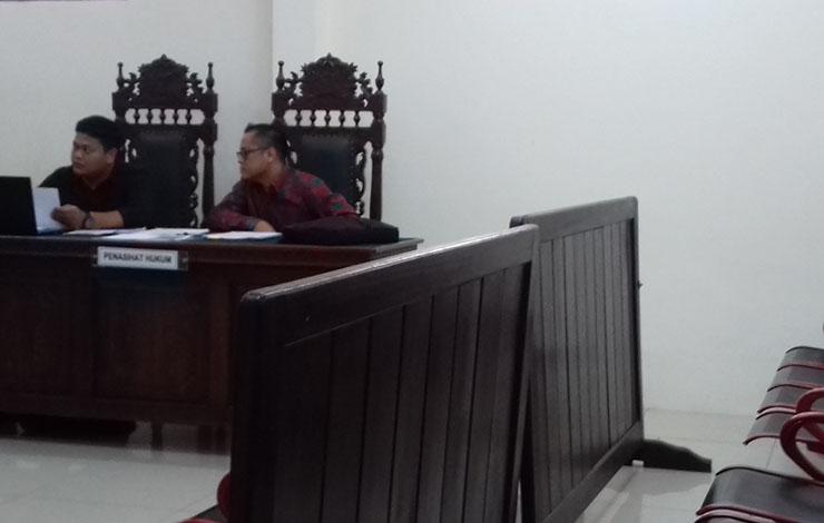 Legal NAM Air di sidang gugatan yang dilayangkan kepada Nam Air atas pemotongan tiket pembatalan penerbangan.
