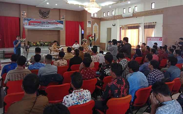 Bupati Murung Raya, Perdie M Yoseph menekankan agar visi misi calon kepala desa pada Pilkades Serentak 2019, agar sejalan dengan program kepala daerah.