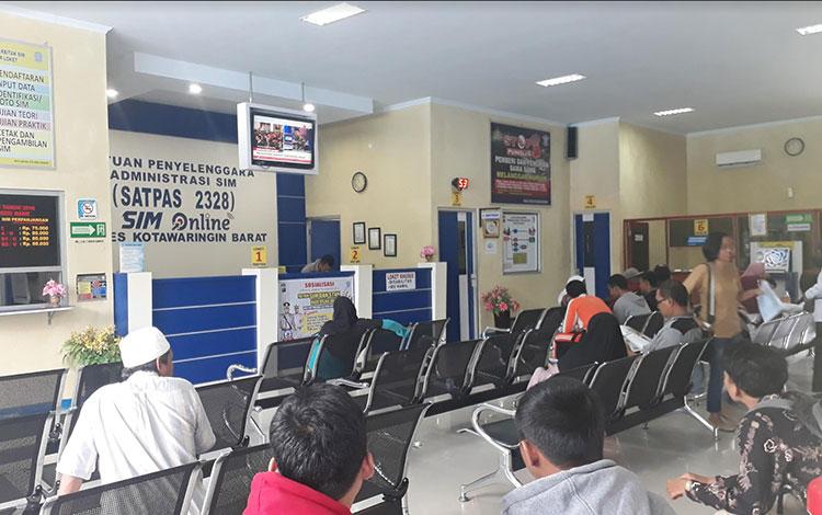 Suasana pelayanan di Satalantas Polres Konar, jelang Ops Zebra Telabang digelar pemohon SIM meningkat, Selasa, 23 Oktober 2019.