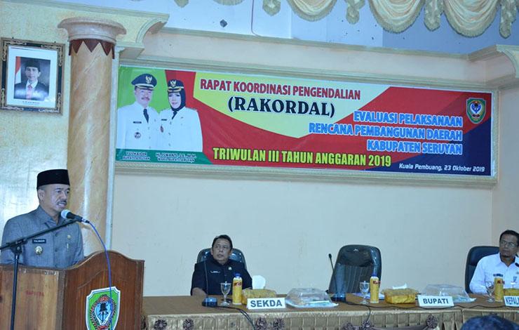 Bupati Seruyan, Yulhaidir saat menyampaikan arahan dan instruksi untuk perangkat daerah pada Rakordal Triwulan III, Rabu, 22 Oktober 2019.