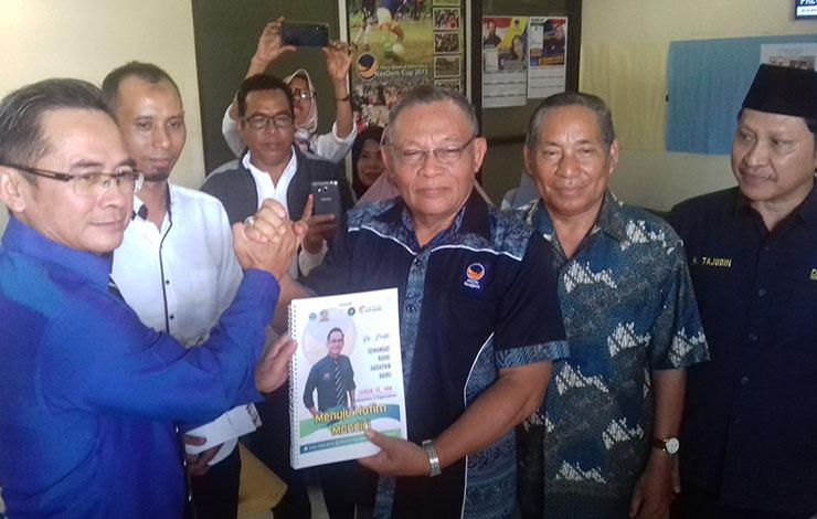 Bakal calon Bupati Kotim, Zam\'an memaparkan ekonomi kreatif saat mendaftar ke Partai NasDem, Rabu, 23 Oktober 2019.