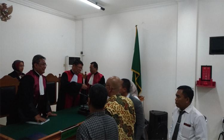 Sidang putusan gugatan perdata Kementerian Lingkungan Hidup dan Kehutanan (KLHK) terhadap PT Arjuna Utama Sawit (AUS) di Pengadilan Negeri Palangka raya, Rabu 23 Oktober 2019