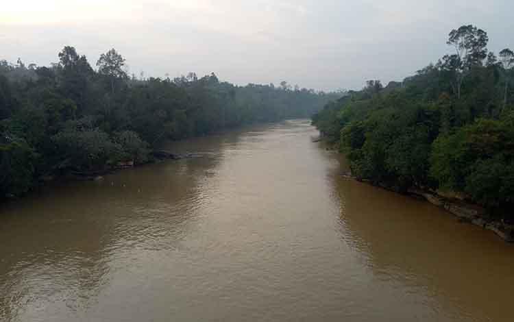 Debit sungai Kahayan sempat naik, sejumlah warga Tumbang anjir, Kabupaten Gunung Mas ketiban rezeki. Pasalnya, banyak ikan yang berukuran sedang hingga besar terperangkap jaring warga.