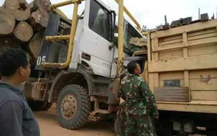 Kecelakaan lalu lintas antara truk dengan logging terjadi di wilayah hukum Kutai Barat, Provinsi Kalimantan Timur. Bukan di wilayah PT Sarpatim, Kabupaten Kotim, seperti yang sempat viral di media sosial.