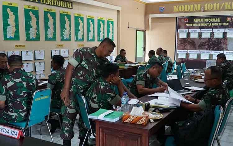 Kodim 1011 Kuala Kapuas menerima kunjungan kerja Tim Pengawasan dan Pemeriksaan atau Wasrikdari lnspektorat Kodam XII/Tanjungpura.Kunjungan kerja itu dalam rangka upaya efektivitas dan efisiensi organisasi.