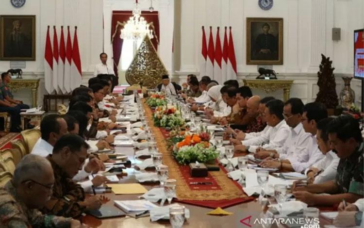 Suasana sidang kabinet paripurna perdana yang dihadiri para menteri dan pejabat setingkat menteri tergabung dalam Kabinet Indonesia Maju di Istana Merdeka, Jakarta pada Kamis (24/10/2019). ANTARA/Bayu Prasetyo/aa.