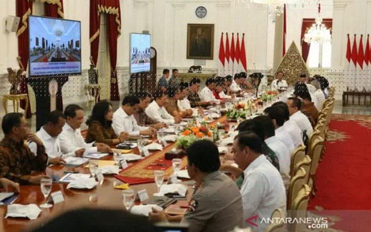 Presiden Jokowi dan Wapres Maruf Amin memimpin Sidang Paripurna perdana Kabinet Indonesia Maju di Is