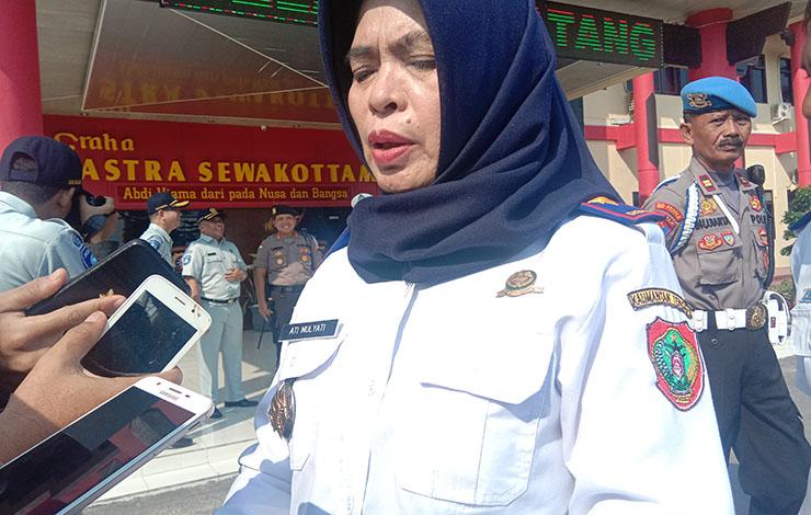 Kepala Dinas Perhubungan Provinsi Kalteng Ati Mulyati saat menerangkan bahwa Dishub Pemprov ikut memback Up operasi Zebra yang dilakukan oleh Polda Kalteng, Kamis 24 Oktober 2019.