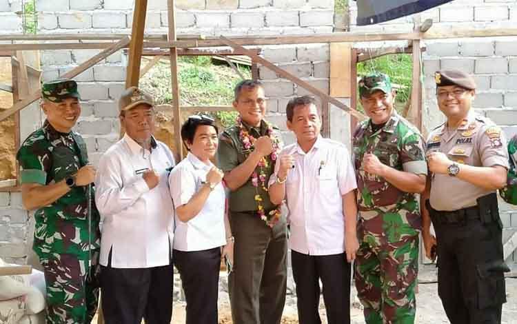 Pj Sekda bersama Tim Wasev Mabes TNI AD didampingi Dandim,Kadis PUPR, Camat dan kapolsek