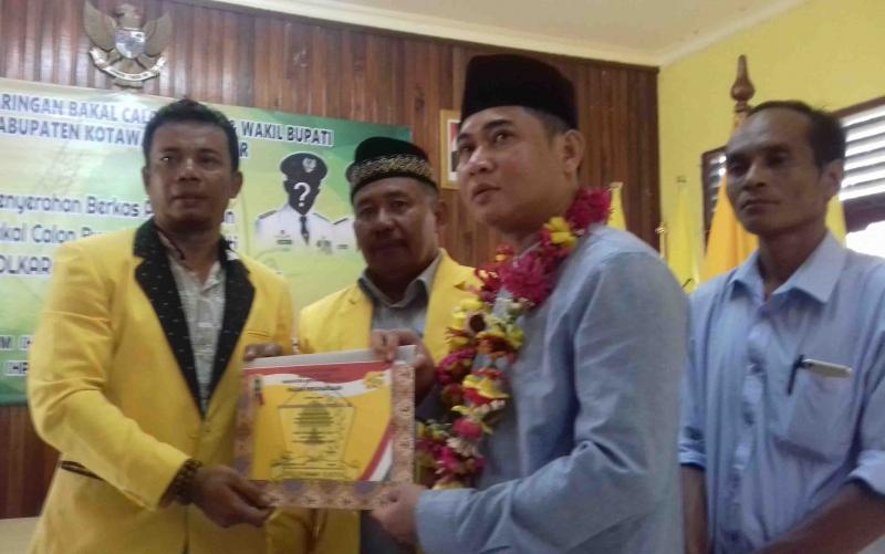 Bakal Calon Bupati Kotim, Jhon Krisli saat mendaftar ke Partai Golkar, Jumat, 25 Oktober 2019.