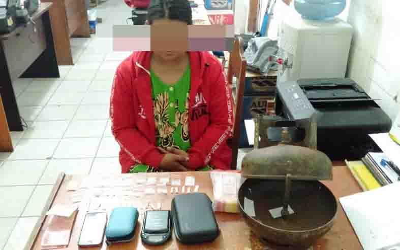 Ibu rumah tangga, tersangka kasus sabu yang menyimpan 33 paket sabu dalam tabung gas elpiji.