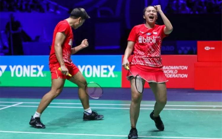 Ganda campuran Indonesia Praveen Jordan/Melati Daeva Oktavianti menaklukkan pasangan Inggris Chris A
