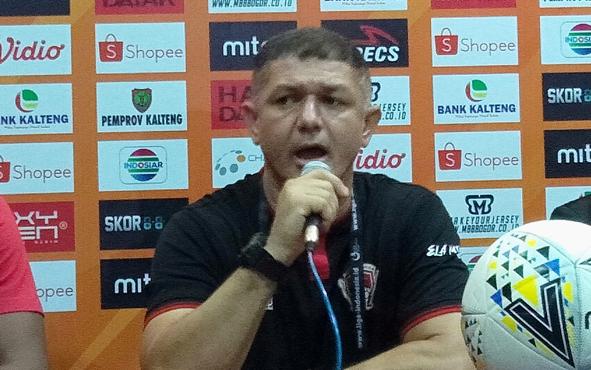 Setelah sukses menumbangkan Persela Lamongan, Pelatih Kalteng Putra Gomes De Oliveira menyebut timnya kini menatap laga kontra Persib Bandung.