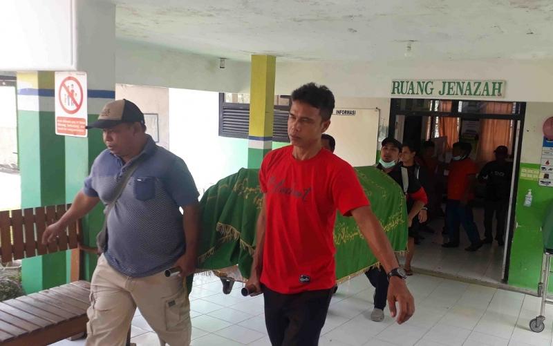 Jenazah Subanrio usai diotopsi di RS Sultan Imanuddin Pangkalan Bun.