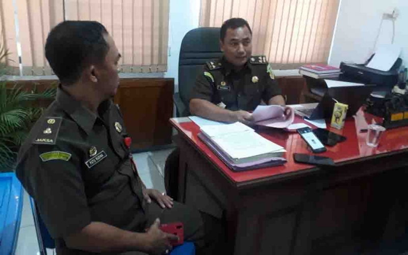 Kasidik Kejati Kalteng, Rahmat Isnaini saat menerangkan mantan Direktur PDAM Kapuas mulai mengembalikan kerugian negara dengan mencicil, Senin, 28 Oktober 2019.