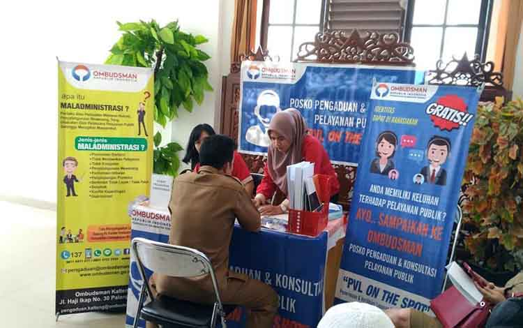 Petugas Ombudsman RI Perwakilan Kalteng saat melayani pengaduan masyarakat kota Palangka Raya di Kan