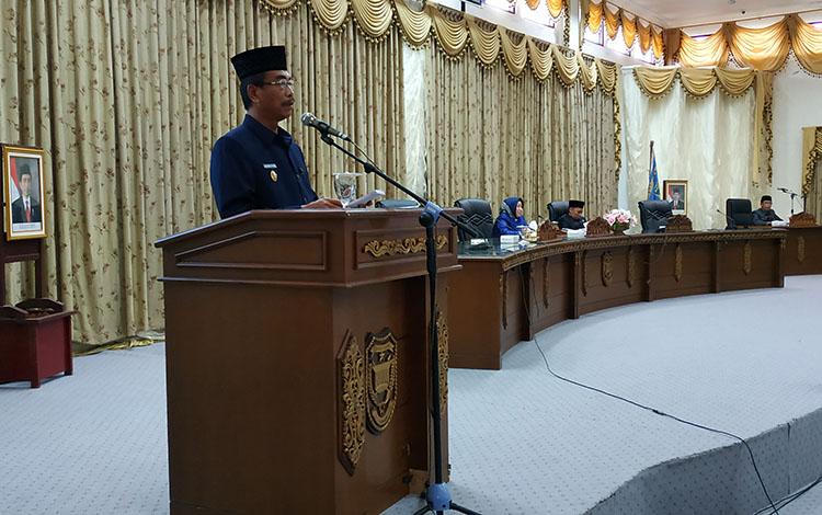 Wakil Bupati Barito Utara Sugianto Panala Putra menyampaikan nota keuangan RAPBD 2020 pada sidang paripurna, Selasa 29 Oktober 2019