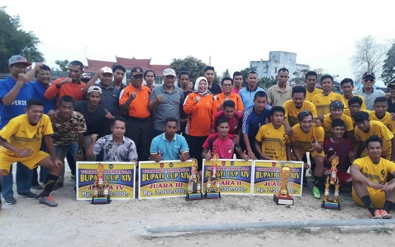 Penutupan turnamen sepakbola Bupati Cup 2019 di Stadion Sampuraga, Rabu, 30 Oktober 2019.