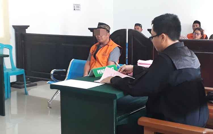 Seorang terdakwa Yp, penambang emas iIegal di Pangkut diadili di Pengadilan Negeri Pangkalan Bun, 30 Oktober 2019.