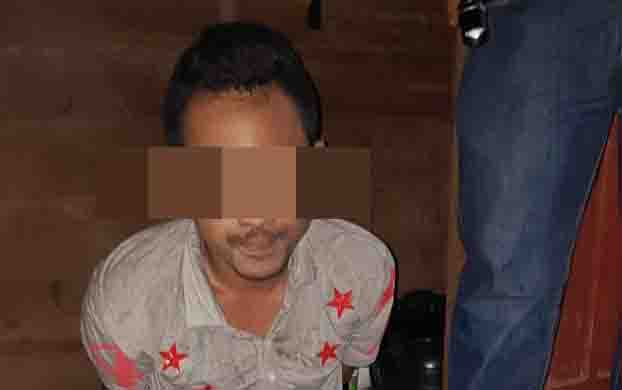 Tersangka kasus sabu, MF, yang diamankan personel Polsek Dusun Tengah.