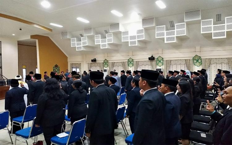 Bupati Pulang Pisau, Edy Pratowo melantik pejabat tinggi pratama, administrator, dan pengawas, Kamis sore 31 Oktober 2019