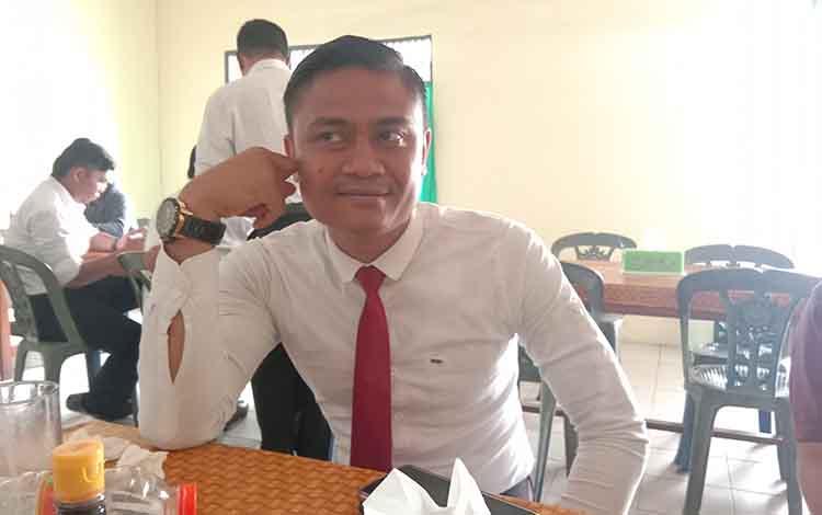 Kasat Reskrim Polresta Palangka Raya, AKP Nandi Indra Nugraha saat meminta para pengusaha mobil rental untuk selalu waspada terhadap para pelaku penggelapan, Kamis 31 Oktober 2019.