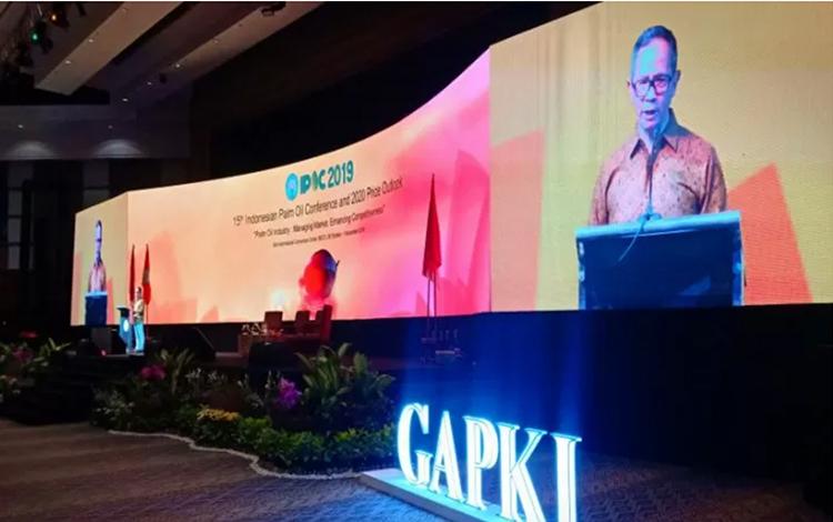 Wamenlu Mahendra Siregar saat menjadi pembicara utama di konferensi minyak sawit IPOC 2019 di Bali.