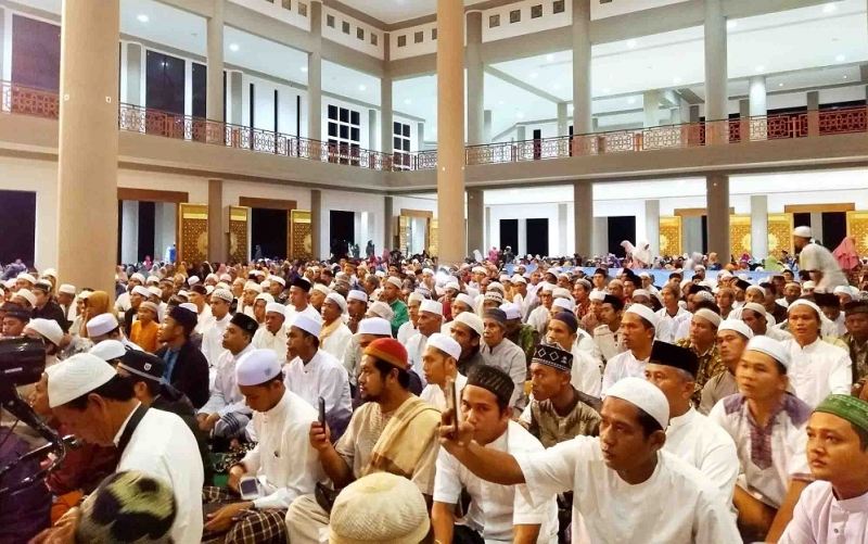 Ribuan jemaah membludak menghadiri peringatan maulid Nabi Muhammad SAW di Pulang Pisau, Jumat, 1 November 2019 malam.
