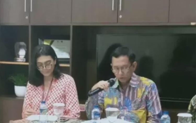 Direktur Jenderal Pengembangan Ekspor Nasional, Kementerian Perdagangan Dody Edward (tengah) dalam media briefing tentang China International Import Expo (CIIE) di Jakarta, Jumat (1/11/2019). (ANTARA/ Zubi Mahrofi)