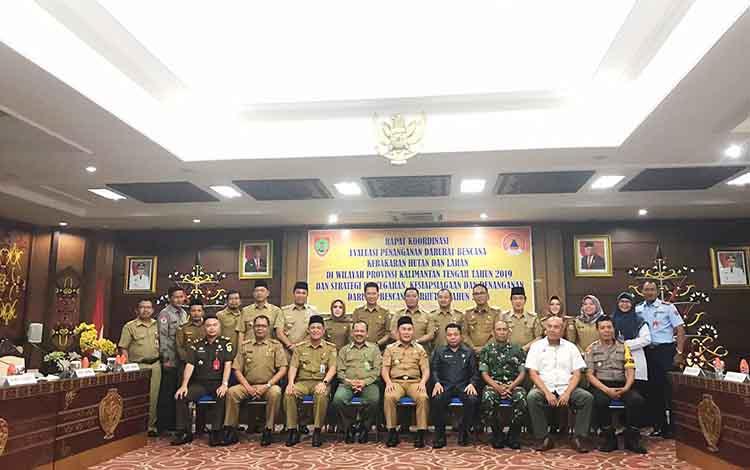 Bupati Barito Utara, H Nadalsyah saat menghadiri rakor  evaluasi penanganan darurat bencana Kebakaran Hutan dan Lahan (Karhutla) di wilayah Provinsi Kalimantan Tengah Tahun 2019 dan strategi pencegahan, kesiapsiagaan dan penanganan darurat bencana Karhutl