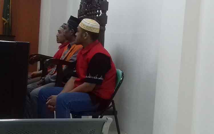 BN, AS alias Sof, dan Zul alias Kif, tersangka sabu saat sidang di Pengadilan Negeri Sampit