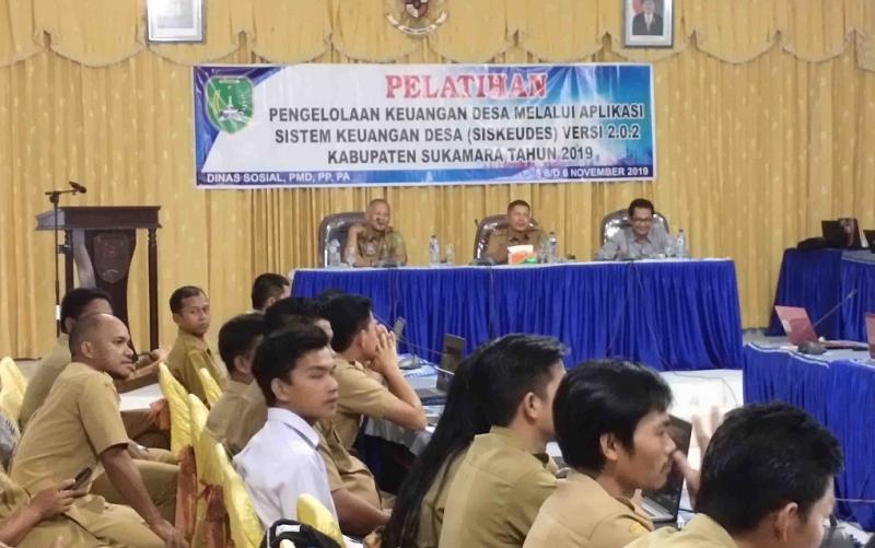 Pelatihan aplikasi sistem keuangan desa atau siskeudes di Sukamara, Selasa, 5 November 2019.