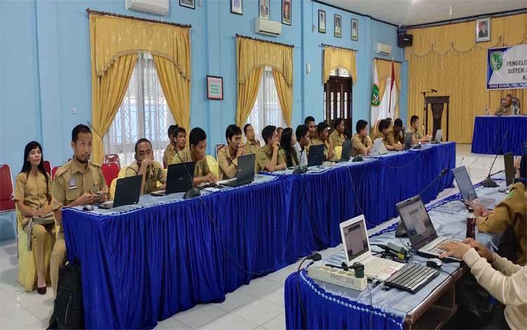 DinsosPMDPP-PA Sukamara menggelar pelatihan pengelolaan keuangan desa melalui aplikasi siskeudes 2.0.2