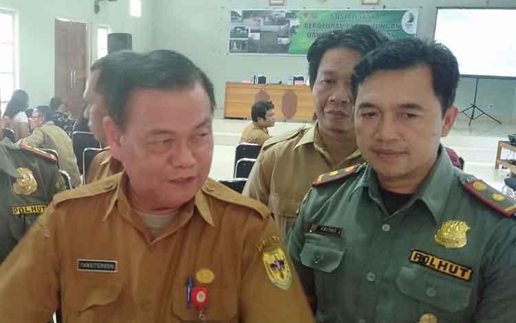 Sekretaris Daerah Gunung Mas, Yansi terson (kiri) mengatakan, PemkabGunung Mas tetap akan prioritaskan pembangunan infrastuktur di daerah itu pada tahun anggaran 2020/