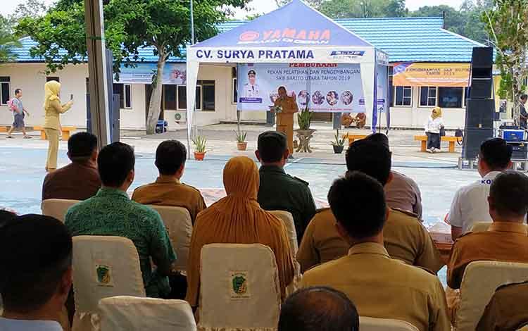 Dinas Pendidikan Barito Utara menggelar kegiatan pekan pelatihan dan pengembangan Sanggar Kegiatan Belajar (SKB*di halaman kantor SKB Muara Teweh, Selasa 5 November 2019.