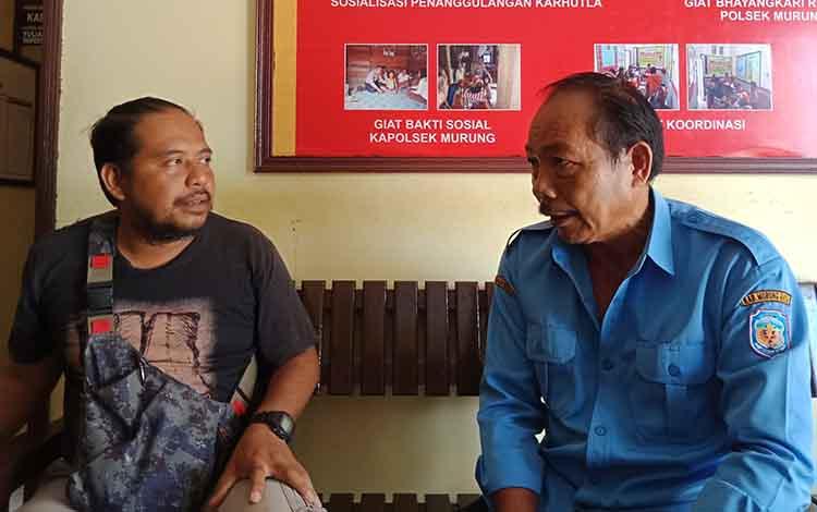 Direktur PDAM Puruk Cahu, Esliter (kanan) saat menyampaikan bahwa pihak PDAM akan melakukan penertiban terhadap pelanggan, Selasa, 5 November 2019