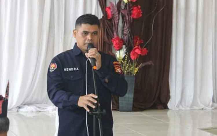 Kabid Humas Polda Kalteng, Kombes Hendra Rochmawan saat menerangkan tentang perdagangan manusia yang dipengaruhi oleh himpitan utang, Selasa 5 November 2019