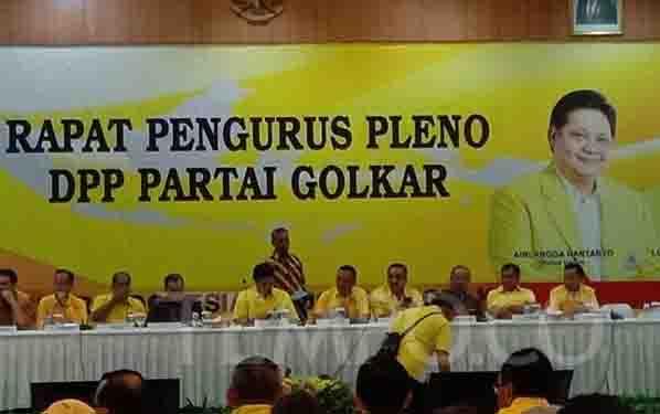 Rapat pengurus pleno DPP Partai Golkar, untuk penentuan waktu dan tempat Munas, di kantor DPP Partai Golkar, Jalan Nelly Murni, Jakarta, Selasa 5 November 2019. (foto : tempo.co)