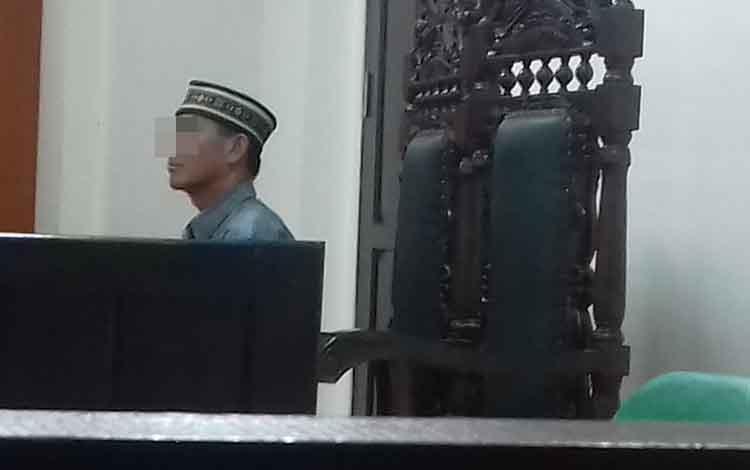 SR, terdakwa kasus pembakaran lahan menjalani sidang di Pengadilan Negeri Sampit