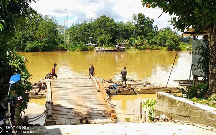 Angkutan penyebragan Desa Tumbang Hakau kabupaten Gunung Mas.