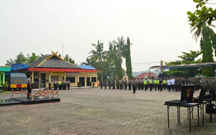 Apel kesiapan dan pergeseraan pasukan PAM TPS Pilkades Serentak 2019 di halaman Polres Barito Utara, Kamis 7 November 2019