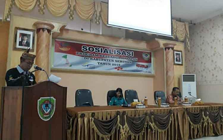 Kabid Perlindungan dan Jaminan Sosial, Hasan Basri saat membuka kegiatan Sosialisasi PKH, Kamis, 07 November 2019