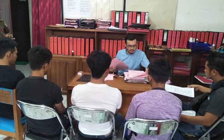 Penyerahan tindak pidana persetubuhan dan pencurian kepada pihak Kejaksaan Negeri Murung Raya (Mura), Kamis, 7 November 2019