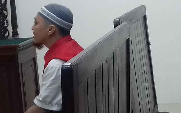 FN alias Jep terdakwa sabu, saat di Pengadilan Negeri Sampit.