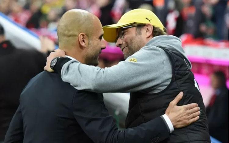 Jurgen Klopp (kanan) dan Pep Guardiola. (AFP/LUKAS BARTH)