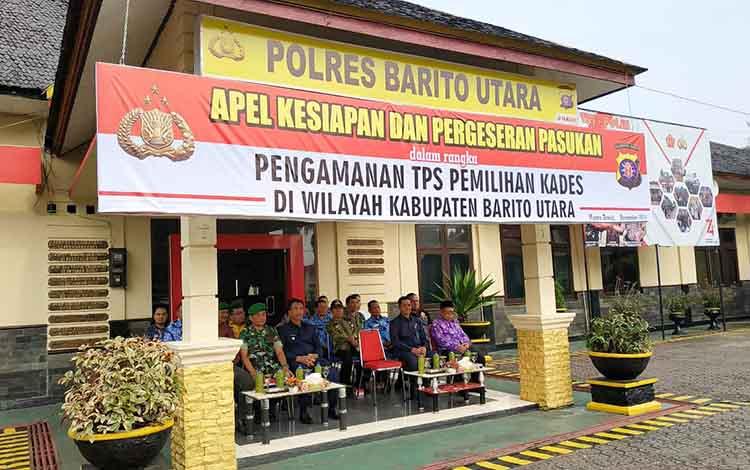 Wakil Bupati Barito Utara, Sugianto Panala Putra menghadiri apel kesiapan dan pergeseraan pasukan PAM TPS Pilkades serentak 2019