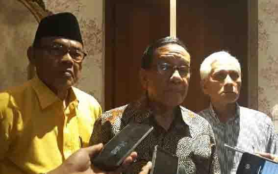 Politisi senior Partai Golkar, Akbar Tandjung. (foto : tempo)