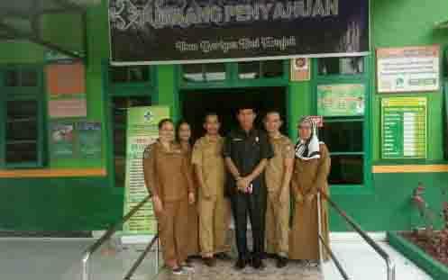 Ketua Fraksi Golkar DPRD Kotim, Nadie saat reses ke puskesmas Desa Tumbang Penyahuan, Kecamatan Bukit Santuai.