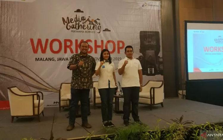 Region Manager Comm, Relation and CSR Kalimantan, Heppy Wulansari (tengah) saat membuka Media Gathering Pertamina Borneo di Malang, Sabtu (9/11/2019). (Foto Andilala)