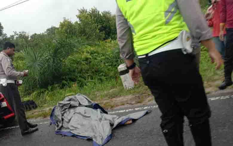 Lokasi kecelakaan lalu lintas di Jalan Tjilik Riwut Palangka Raya, yang mengakibatkan Ketua Perkemi Kotim, Fransiskus Mikael Rexto Rumengan meninggal dunia, Sabtu, 9 November 2019 siang.
